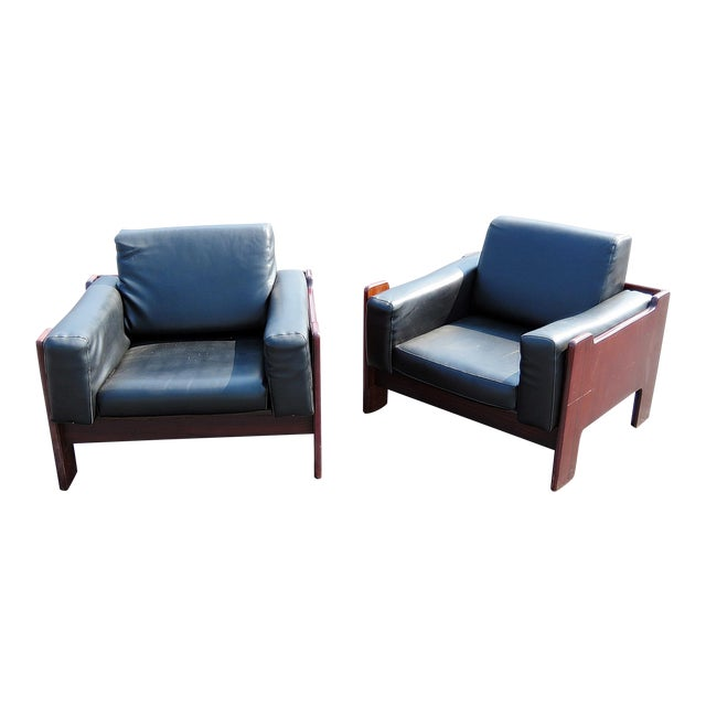 Pair of Mid Century Modern Club Chairs For Sale
