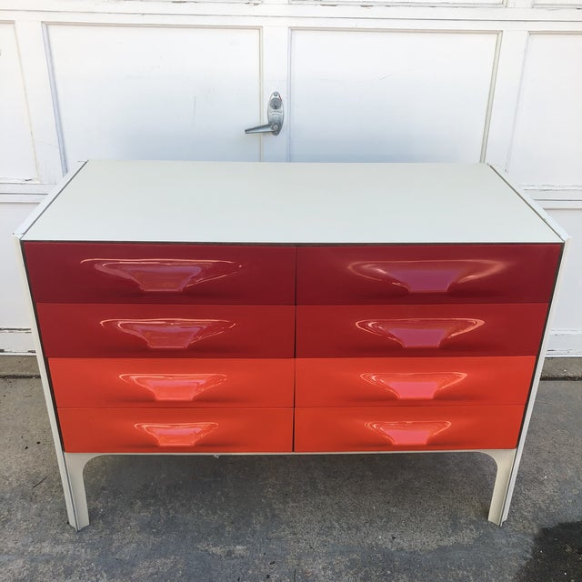 Mid-Century Modern Raymond Loewy Red and White Space Age Df2000 Dresser For Sale - Image 3 of 13