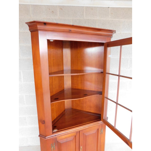 Henkel Harris Chippendale Style Pine 9 Pane Corner Cabinet For Sale - Image 10 of 13