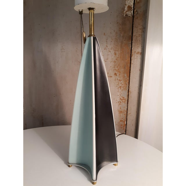 This is a parabolic fin ceramic table lamp designed by Gerald Thurston for Lightolier. This lamp is in perfect condition....