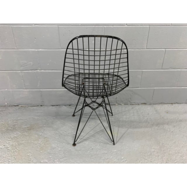 Metal Charles Eames Wire Eiffel DKR Chair in Black Coated Metal For Sale - Image 7 of 10