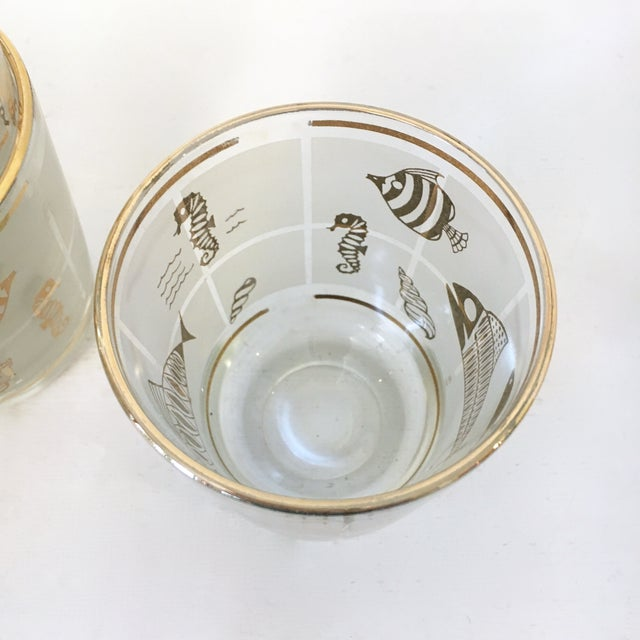 Vintage 1960's Libbey Frosted and Gold Sealife Old Fashioned Glasses in Caddy - Set of 8 For Sale In Philadelphia - Image 6 of 9