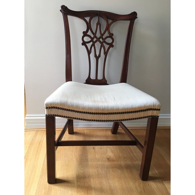 This Baker Stately Homes George III Mahagony. Style numbers 5245 & 5244, set of 8 chairs, features delicately shaped top...