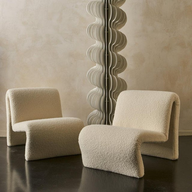 Pair of Curvy Sculptural Lounge Chairs in Ivory Boucle For Sale - Image 4 of 11