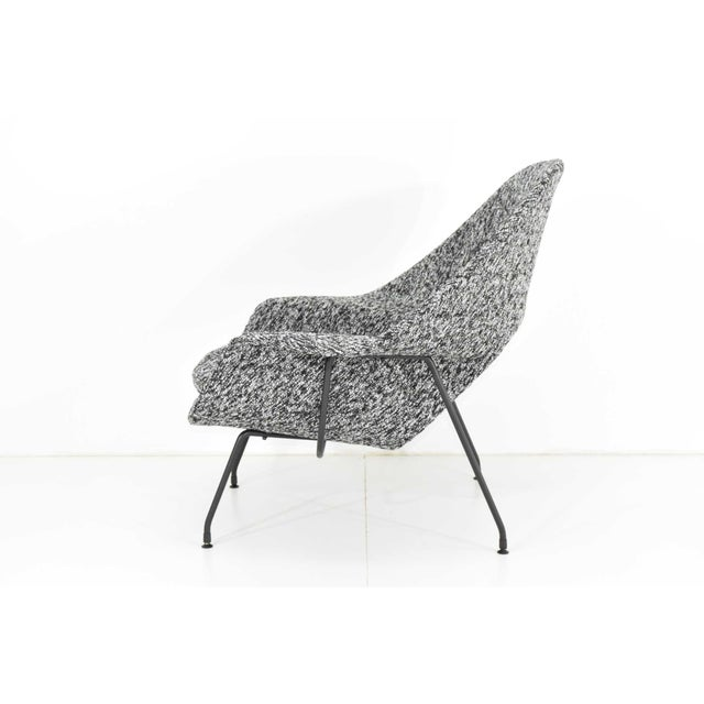 Mid-Century Modern Eero Saarinen for Knoll Womb Chair and Ottoman For Sale - Image 3 of 12