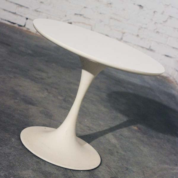 Mid-Century Modern Saarinen-Style Tulip Side Table - Image 2 of 8