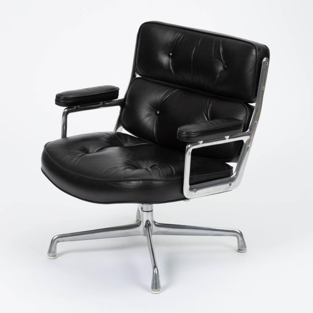 Designed in 1960 by Charles Eames for the Time Life Building in Manhattan, this chair features a polished aluminum frame...