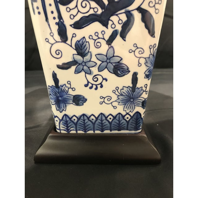 1990s Chinoirserie Blue and White Ceramic Table Lamp For Sale In Detroit - Image 6 of 13