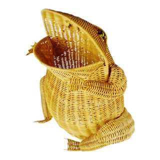 Vintage Natural Wicker Frog Planter Basket For Sale