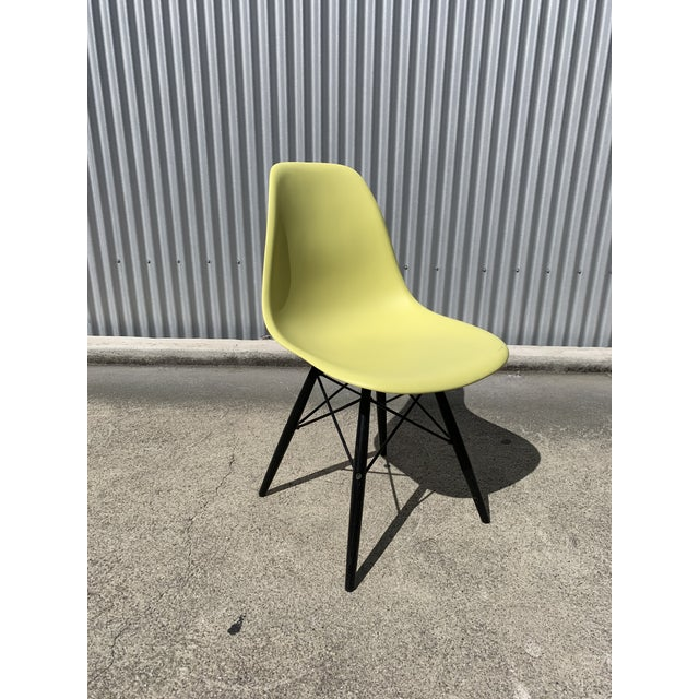 Charles Eames Herman Miller Lime Dowel Leg Chairs- Set of 4 For Sale In San Francisco - Image 6 of 8