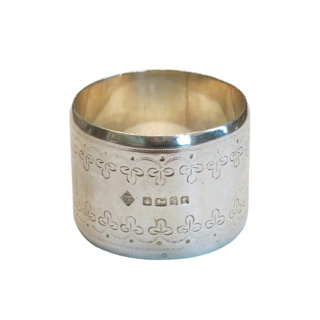 A fine and heavy solid sterling silver napking ring with an engraved three leaf clover pattern. The napking ring has marks...
