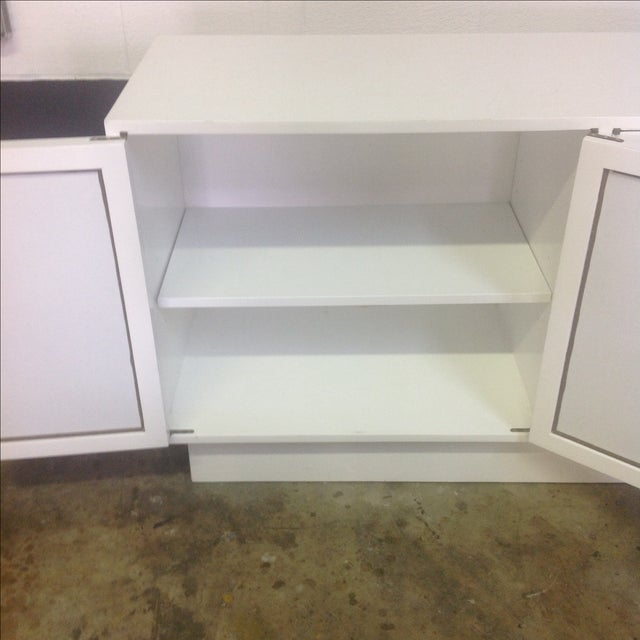 White Chippendale Style Mirrored Credenza - Image 8 of 11