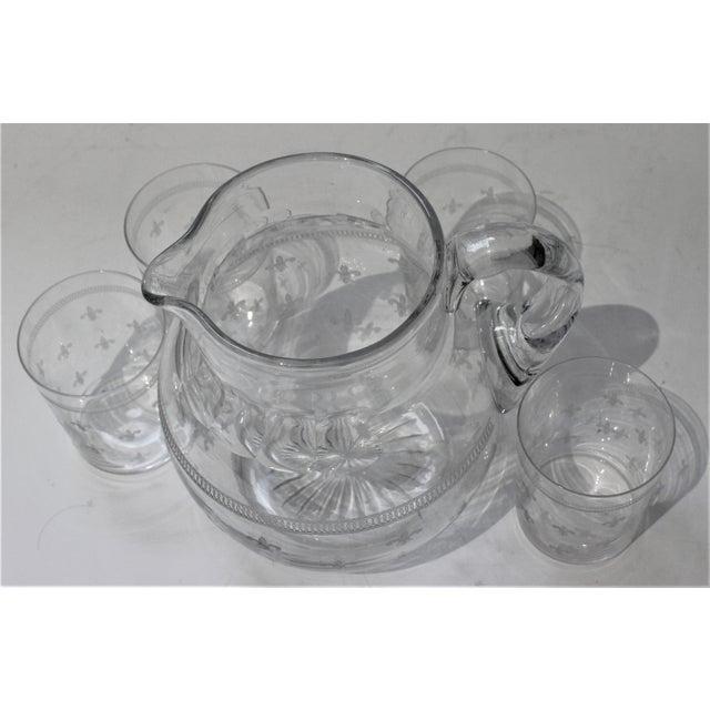 Transparent Vintage Fleur De Lis Glass Pitcher and 4 Tumblers Iced Tea Lemonade - a Set For Sale - Image 8 of 13