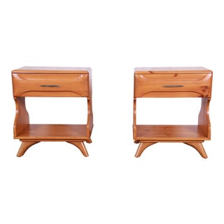 Franklin Shockey Mid-Century Modern Solid Pine Nightstands, Pair For Sale