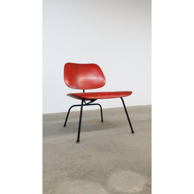 Fully Restored Early Red Aniline Dye Eames Lcm For Sale - Image 9 of 10