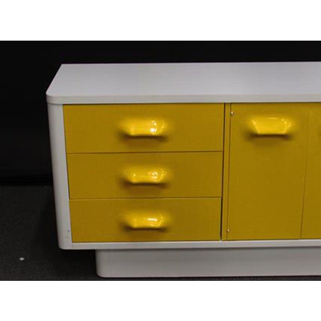 Felt 1970s Modern Broyhill Chapter OneCredenza For Sale - Image 7 of 11