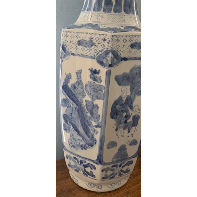 Chinese Chinoiserie Blue and White Ceramic Vase For Sale - Image 3 of 6