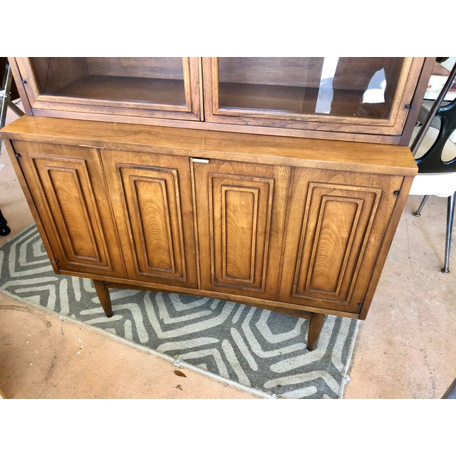 Mid-Century Modern Mid Century Modern Broyhill Sculptra China Cabinet For Sale - Image 3 of 9