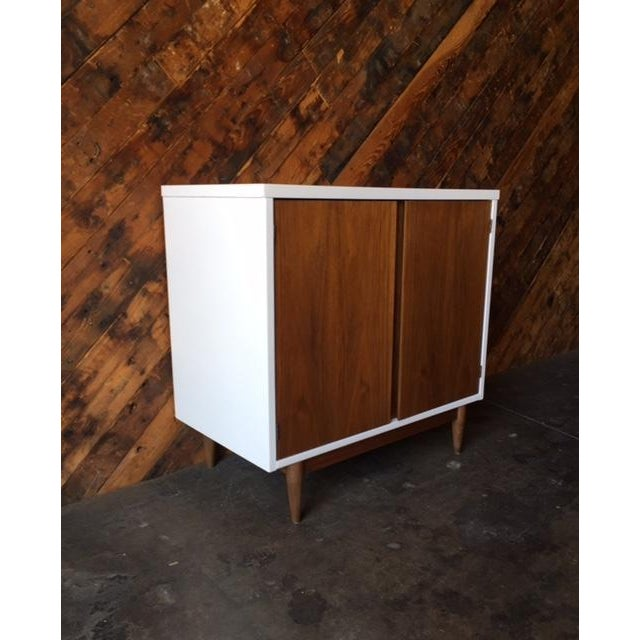 Mid Century Refinished Walnut Lacquered Bar Record Cabinet - Image 4 of 6