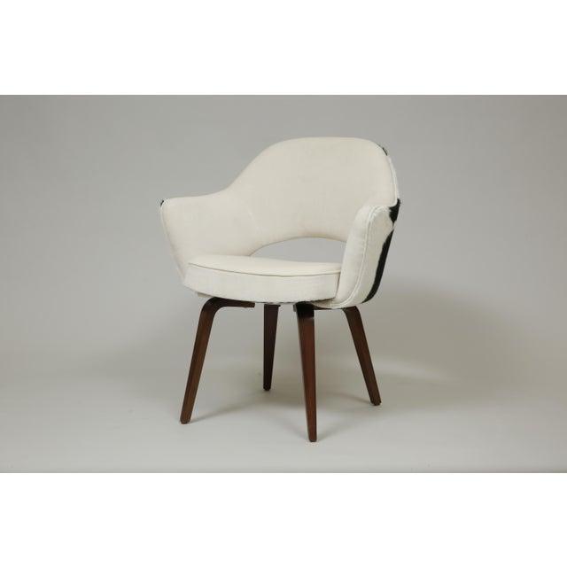 Cowhide Knoll Saarinen Cowhide Executive Armchair For Sale - Image 7 of 7