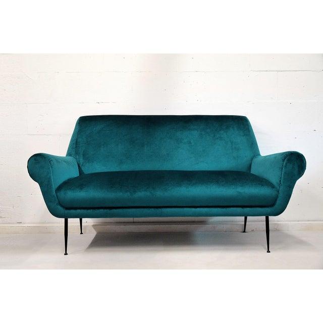 Mid-Century Modern Minotti Mid-Century Modern Turquoise Sofa by Gigi Radice For Sale - Image 3 of 7