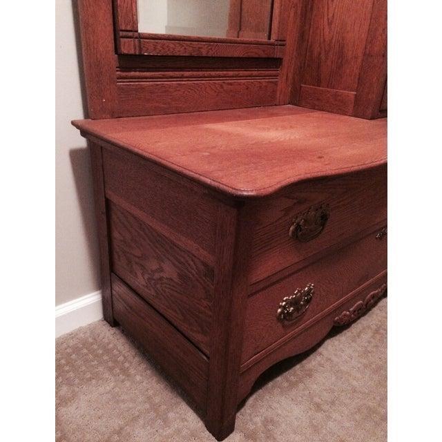 Oak Gentleman's Dresser With Hatbox and Mirror - Image 4 of 7