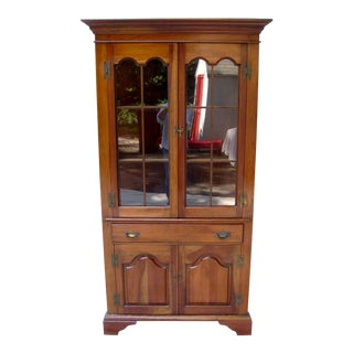 1930's Chippendale Hickory Mfg. Dorothy Robinson Collection Solid Cherry Corner Hutch For Sale
