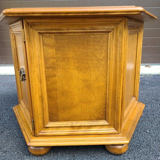 Ethan Allen Heirloom Nutmeg Maple Hexagonal Storage Table For Sale In Philadelphia - Image 6 of 13