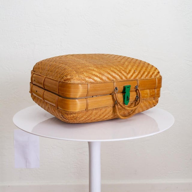 1950s Japanese Bamboo Suitcase Basket Decorative Storage | Mao Period For Sale - Image 5 of 10