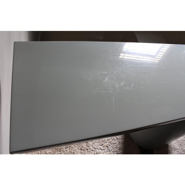 """Light Gray Space Age Gray Lacquered J. Wade Beam """"Tee"""" Console Table for Brueton For Sale - Image 8 of 13"""