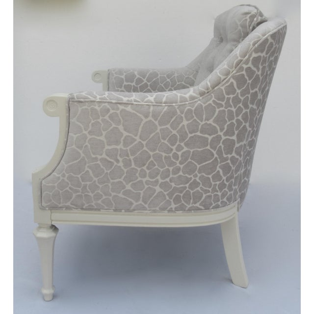 Dorothy Draper Final Markdown -Dorothy Draper Hollywood Regency Club Chair With Giraffe Chenille For Sale - Image 4 of 13