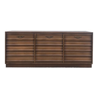 Mid Century Modern Nine Drawer Dresser by American of Martinsville For Sale