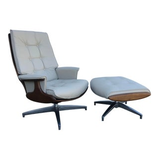 Mid Century Modern Heywood Wakefield Lounge Chair and Ottoman For Sale