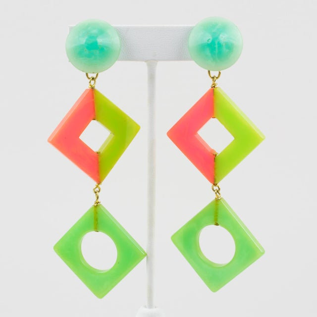 Pop Art Bakelite Dangling Clip on Earrings Tutti Frutti Pastel Colors For Sale In Atlanta - Image 6 of 6