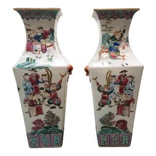 Circa 1910 Chinese Famille Rose Export Porcelain Warrior Motifs Club-Form Vases - a Pair For Sale