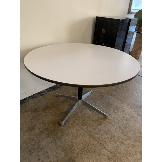 White 1960s Vintage Herman Miller Round Table For Sale - Image 8 of 9