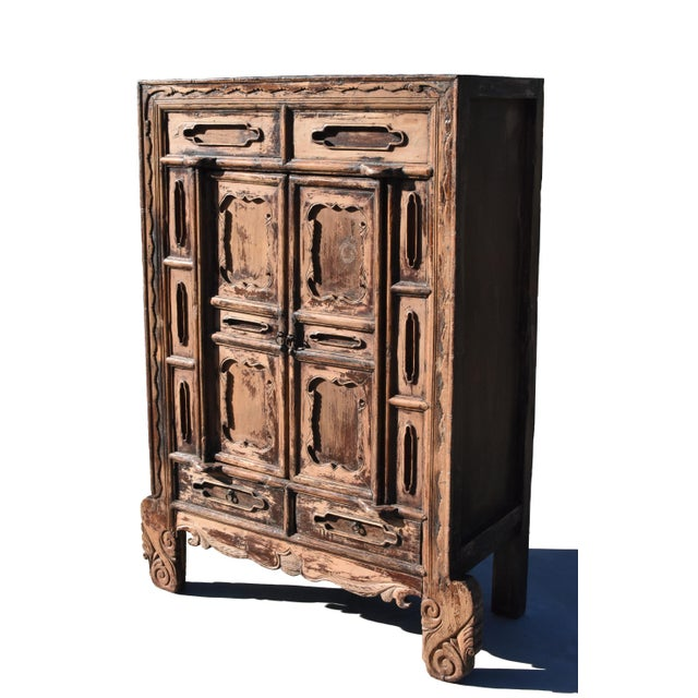A beautiful 19th century solid wood cabinet from Shan Xi province in northern China. Tenon and mortise construction....