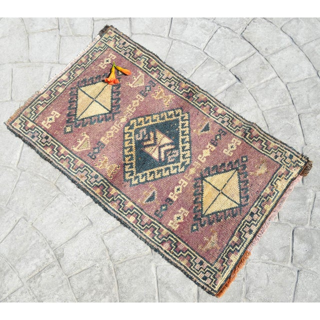 """Vintage yastik rug perfect for a small guest bath or in front of the kitchen sink Dimensions: 20"""" x 31.9"""" or 1'8″ x 2'8""""..."""