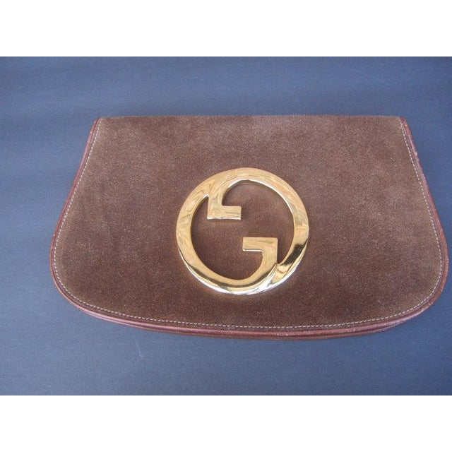 1970s Gucci Italy Chocolate Brown Suede Blondie Clutch Purse For Sale - Image 11 of 11