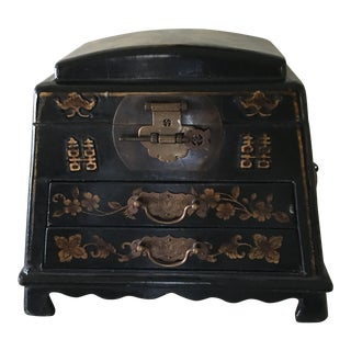 19th century antique pyramid lacquered Chinese jewelry box For Sale