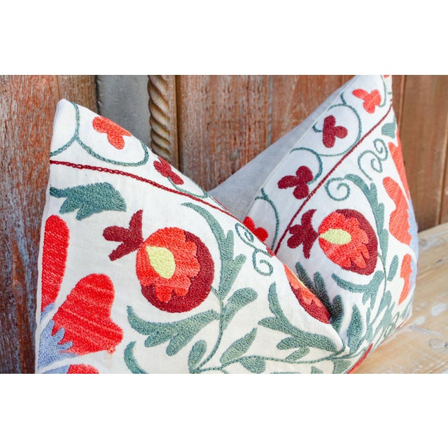Jhui Coral Floral Suzani Pillow For Sale In Los Angeles - Image 6 of 10