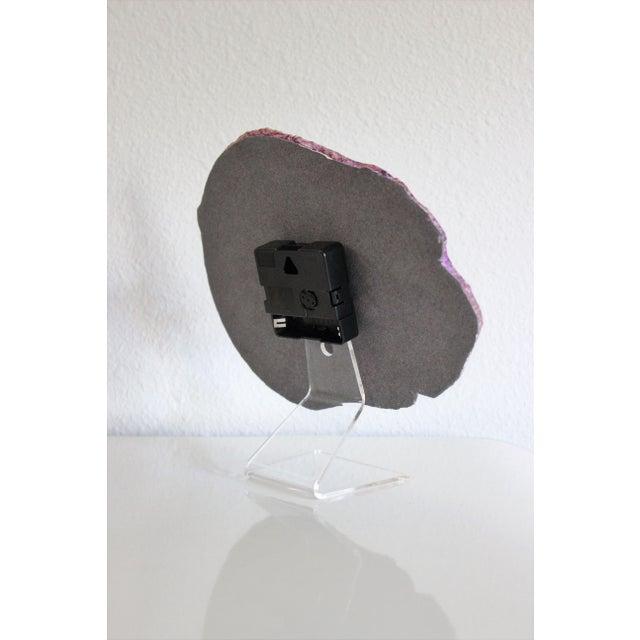 Modern Oversized Agate Slice Desk Clock in Pink - Image 7 of 8
