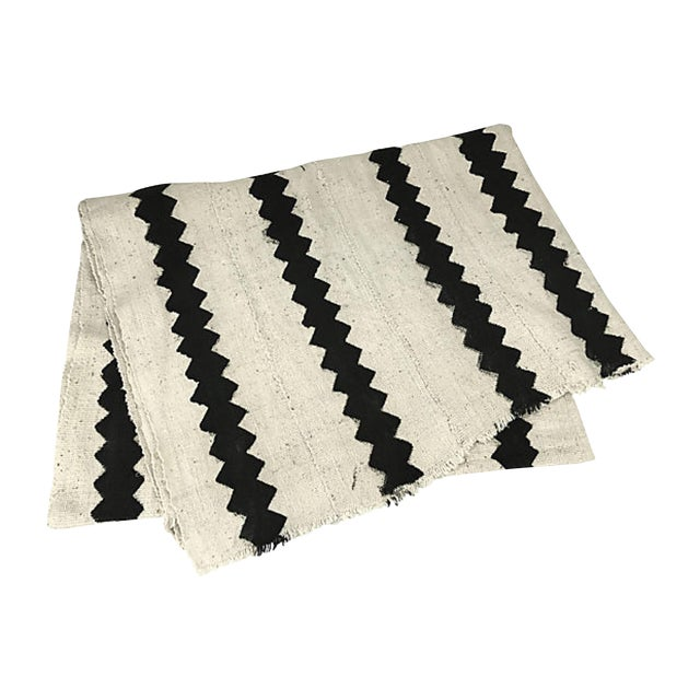 African White & Black Zig Zag Mudcloth Throw For Sale