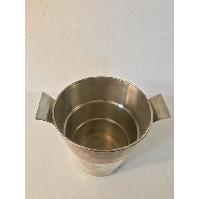 With an elegant almost Art Deco style, for sale is this, circa mid century ice bucket/wine cooler. Ribbed and flaring out...