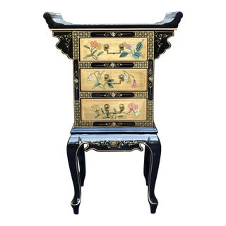 Vintage Chinoiserie Black Lacquer and Gold Hand-Painted Occasional Chest For Sale