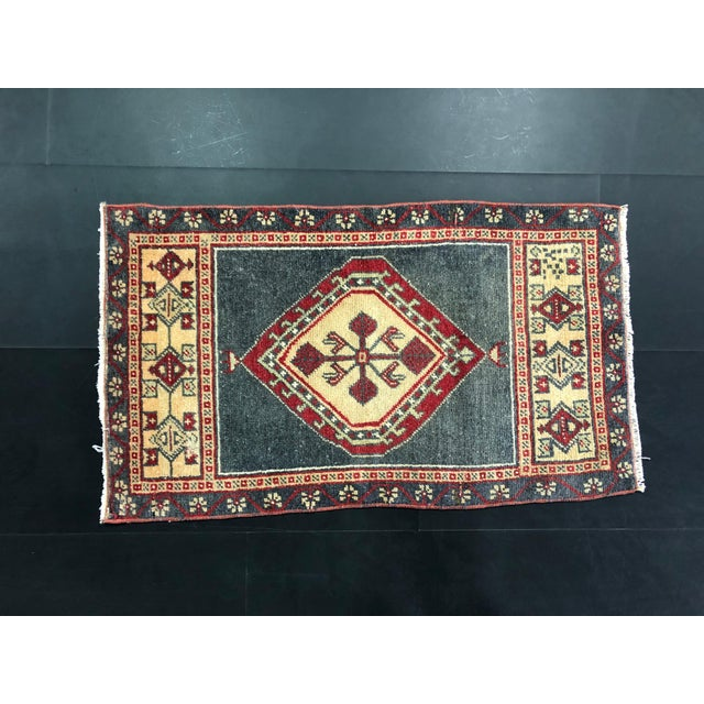 Traditional Turkish Oushak Small Wool Rug - 1′8″ × 2′11″ For Sale - Image 3 of 6