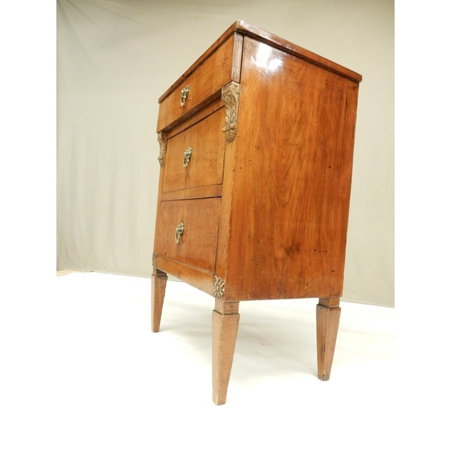 Early 19th Century Small Italian Walnut Commde For Sale - Image 10 of 11