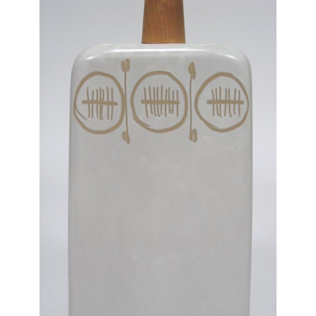 White Table Lamp with sgraffito decoration by Gordon and Jane Martz For Sale - Image 8 of 10