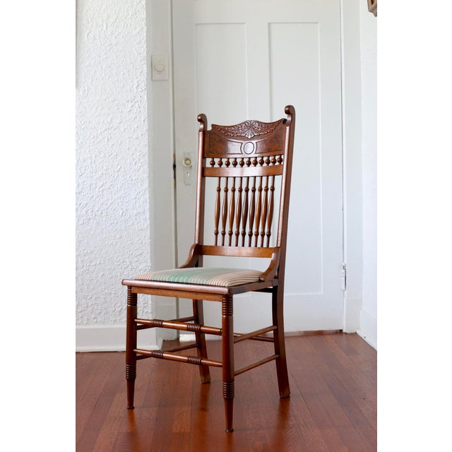 Early 20th Century Antique Stomps-Burkhardt Walnut Dining Chairs - Set of 4 For Sale In New Orleans - Image 6 of 10