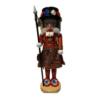 2000 Members Only Reginald The Beefeater Nutcracker For Sale
